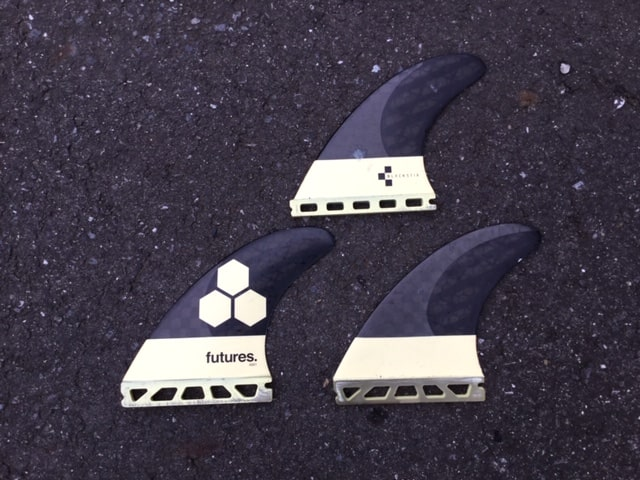 surfing-fin-review-future-vs-fcs-AM1-blackstix-Comparison-of-shape-and-material-and-weight